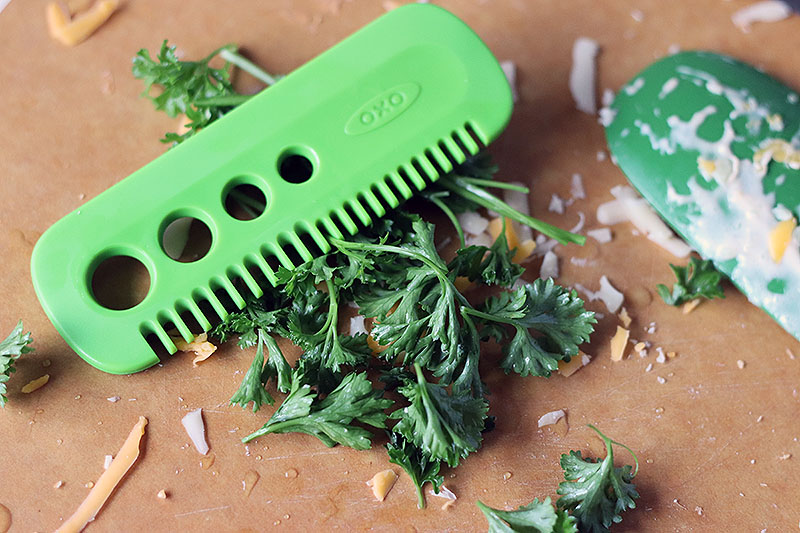 oxo herb stripping comb with parsley