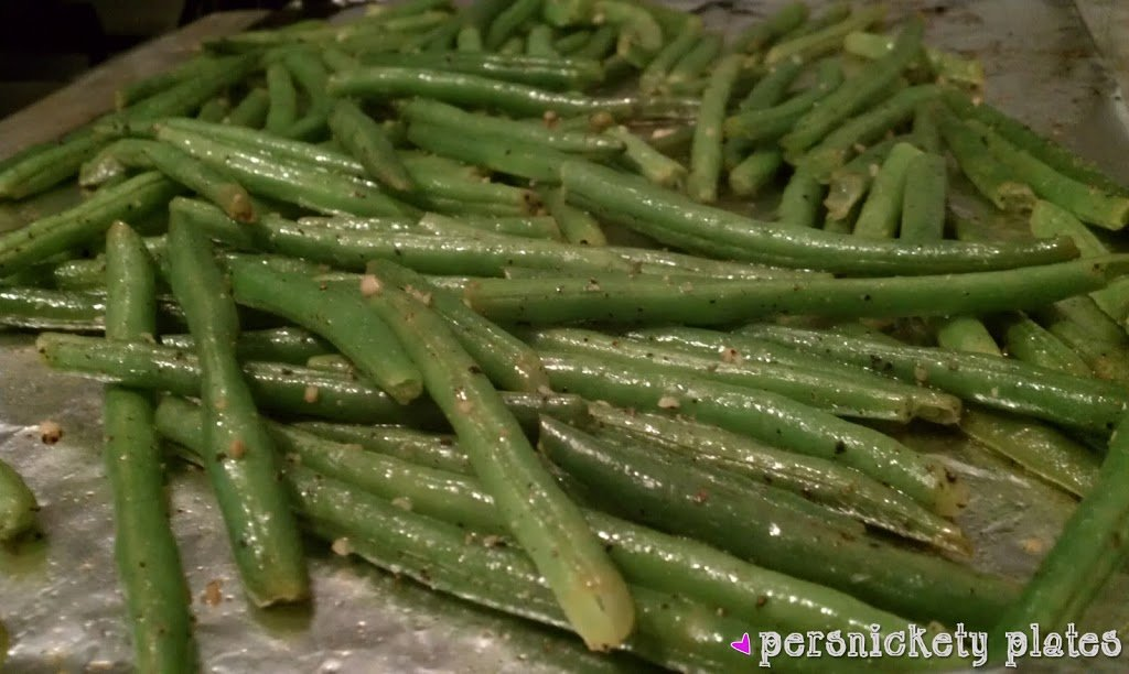 oven roasted green beans on baking sheet
