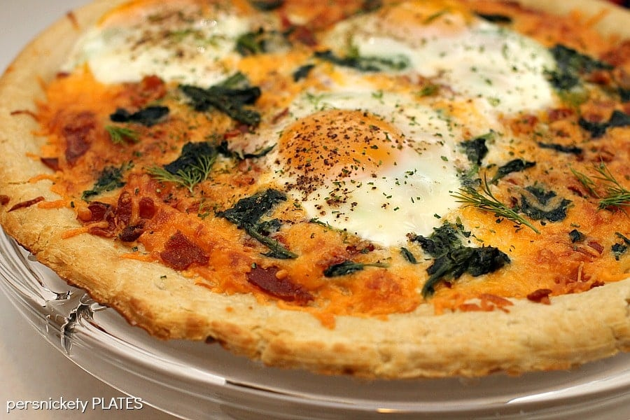 Bacon & Spinach Breakfast Pizza | Persnickety Plates