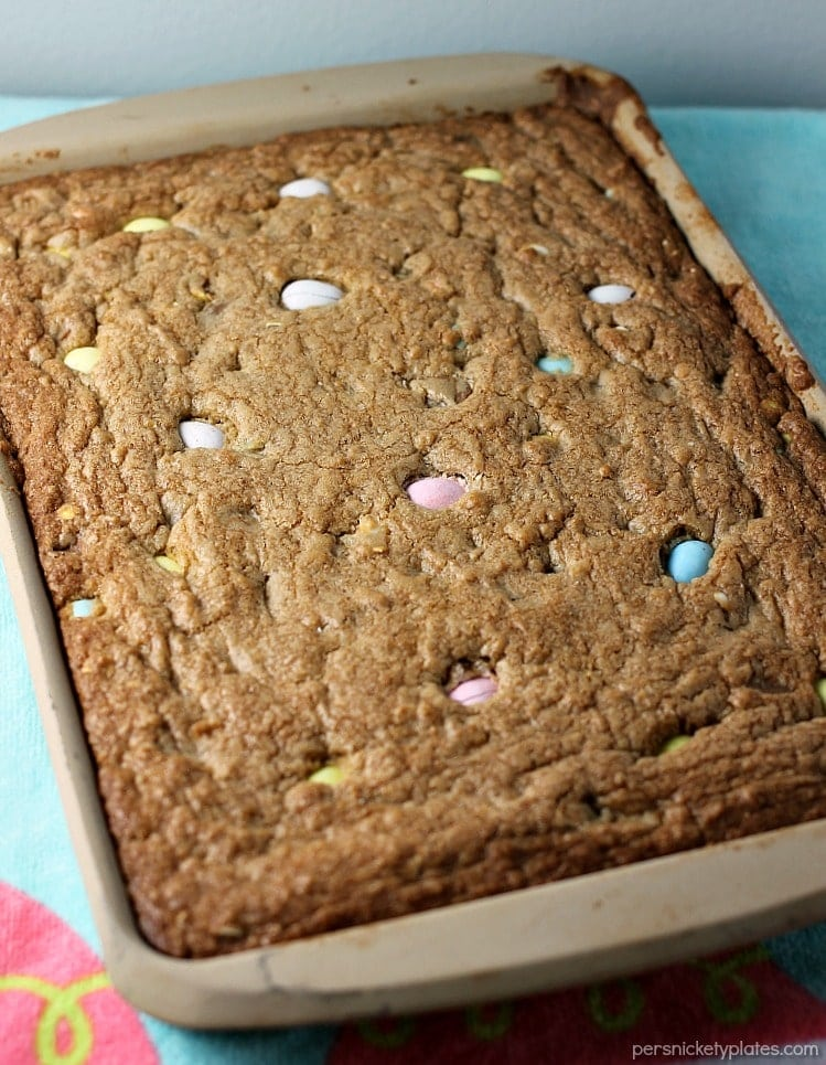 Cadbury Mini Eggs Cookie Bars! Every year I look forward to Cadbury Mini Eggs showing up in stores. I love them plain but they're even better when you smash them up and bake them into a cookie bar! | www.persnicketyplates.com