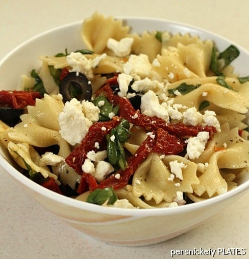 Pasta with Sun Dried Tomatoes, Olives, Spinach & Feta {Cooking Planit ...