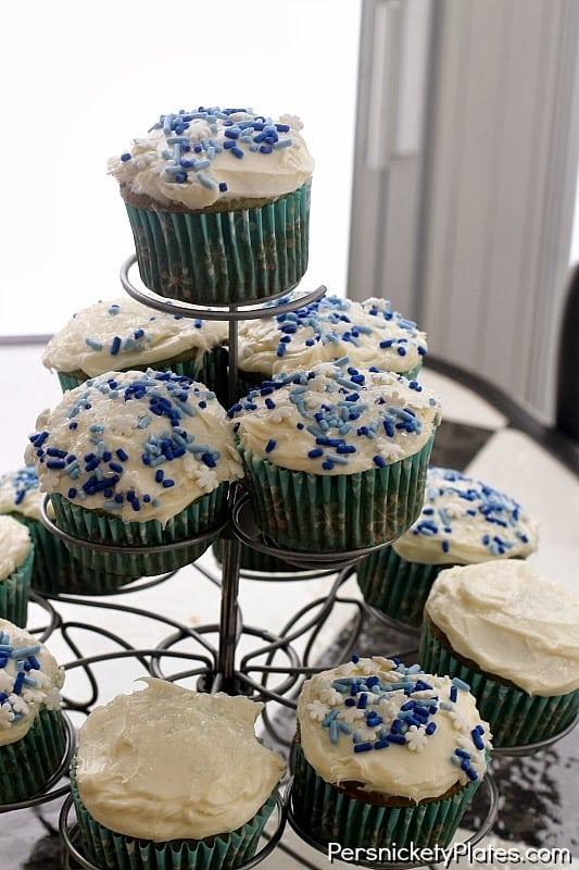 Winter Wonderland Cupcakes {& giveaway!}