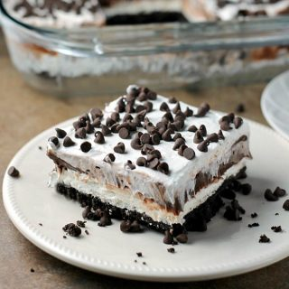 Chocolate lovers rejoice! This no-bake Chocolate Lasagna is filled with cream cheese, chocolate pudding, and chocolate chips on top of an Oreo cookie crust! | Persnickety Plates