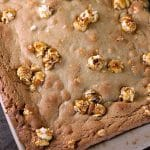 Crunch 'n Munch Cookie Bars have a soft, chewy, and buttery base with sweet & salty popcorn scattered throughout. They pair perfectly with Papa John's new pan pizza for game day or any night! | www.persnicketyplates.com