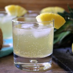 Skinny Pineapple Coconut Cocktail is a fizzy, low calorie drink that is perfect for summertime. | www.persnicketyplates.com
