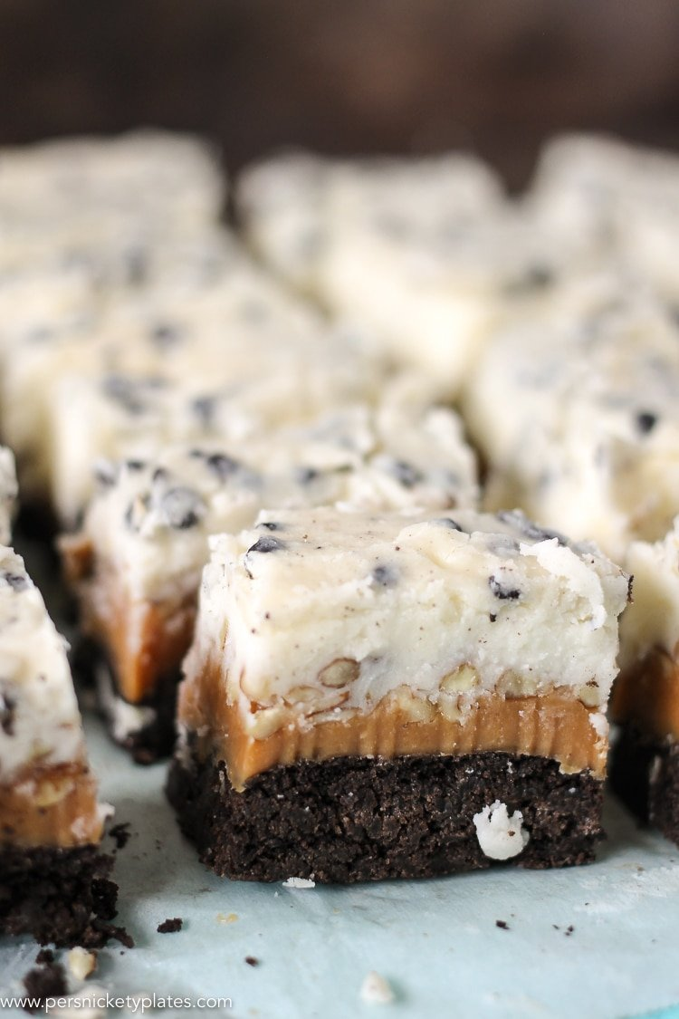 rows of cookies and cream caramel layer bars