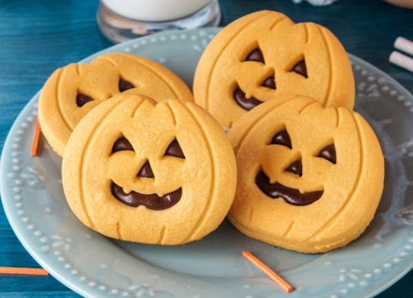 friendly, happy orange jack-o-lantern sugar cookies