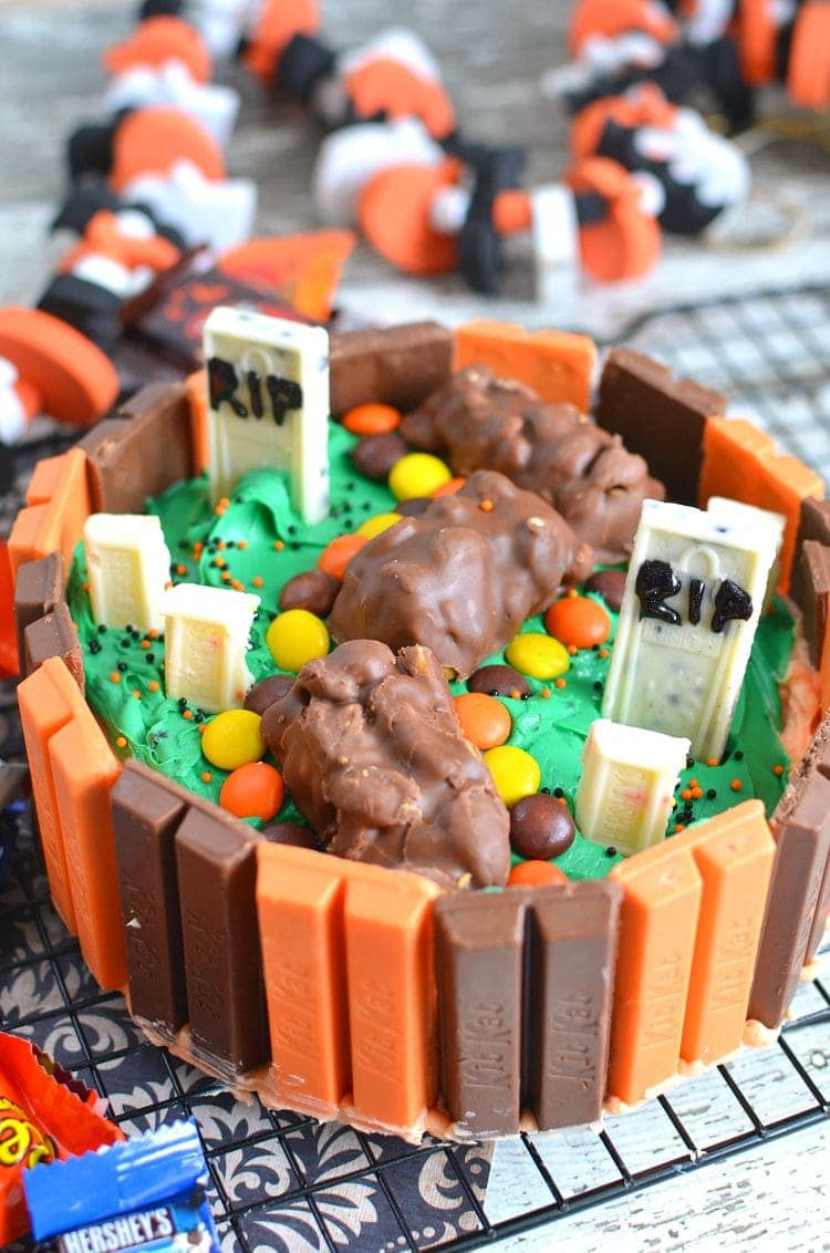 kit kat halloween cake filled with candy